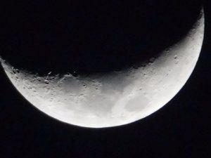 デジカメで楽々天体撮影・月のクレーターまでしっかり撮影【COOLPIX B500】